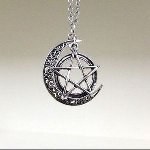 Jewelry - Silver crescent moon and pentagram necklace